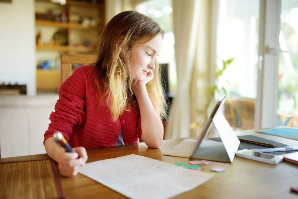 The Parents' Website | Image of a girl doing her homework with an iPad