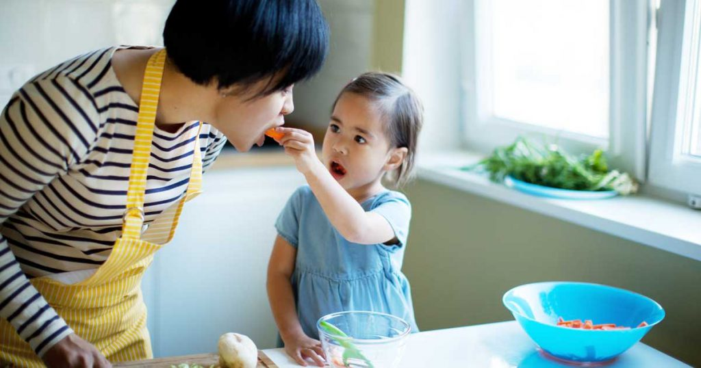 The Parents' Website | Image of a mother and daughter cooking