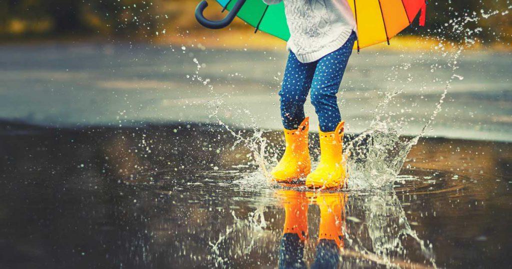 The Parents' Website | Child splashing in water